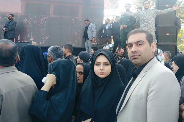 حضور دکتر یاورى زهیرى همراه با خانواده خود در بین خروش میلیونى مردم و اقوام باغیرت وقدرشناس خوزستان در مراسم استقبال از پیکر شهید سرافراز سپهبد حاج قاسم سلیمانى