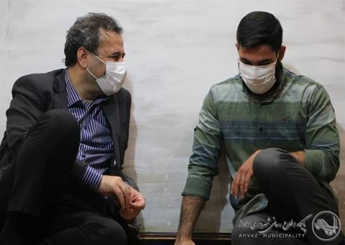 دیدار شهردار اهواز با خانواده شهید مدافع حرم حاج محمد کیهانی