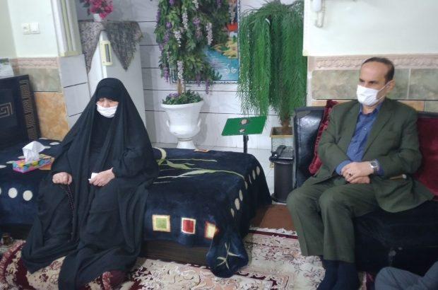 دیدار استاندار خوزستان با خانواده شهید علی هاشمی