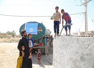 توزیع آب شرب در بخش مركزی و منصوره شادگان توسط شركت نفت و گاز كارون