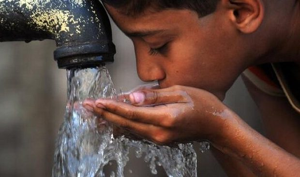 گزارش بوی تعفن آب در مناطق شهری اهواز / آبفا جدیتر باشد
