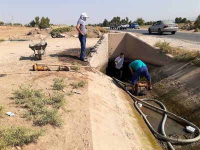 عملیات لایروبی سیفون های شماره ۲ و ۳ کانال G5 شبکه آبیاری گتوند انجام شد