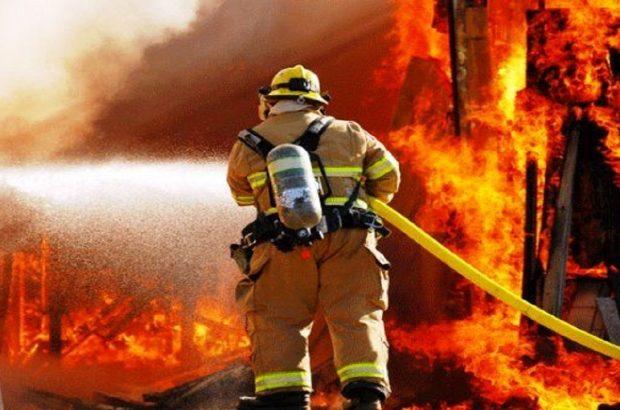آتش نشانان اهوازی در جدال با آتش پیروز شدند