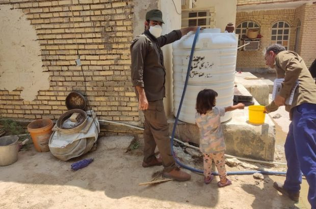 یکهزار مخزن آب بین روستاهای دارای تنش آبی درجنوب غرب خوزستان توزیع شد