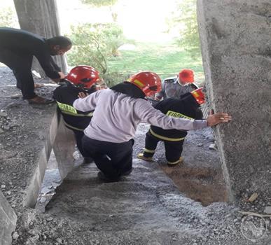 نجات کارگر ساختمانی ۲۳ ساله توسط آتش نشانان