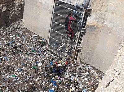 رفع انسداد دریچه ورودی آب به تاسیسات آبرسانی شهید بهنام محمدی مسجد سلیمان